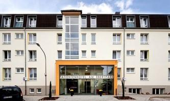 Haupteingang des Patientenhotels am Ebertpark in Ludwigshafen